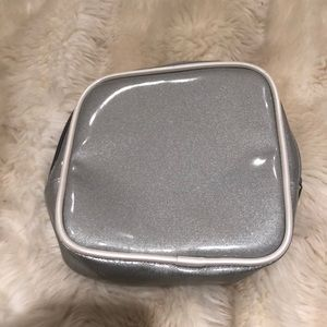Accessories - Silver makeup case